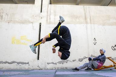 رعنا مورعی ملقب به تایگر لیدی ۲۱ساله،دیپلم تربیت بدنی دارد کار مربیگری در رشته های  ژیمناستیک و پارکوررا انجام میدهد از ۸سالگی ژیمناستیک و از ۱۶سالگی پارکور کار کرده است  حرکت وبستر