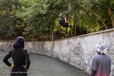 محسن محقق ۱۶ ساله  تقریبا حدود ۱ ساله با مربیگری مصطفی غیاثی پارکوررا شروع کرده است حرکت فرانت