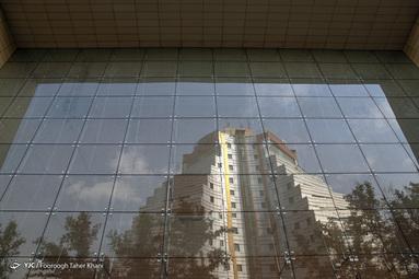 ساختمان هایی با نمای شیشه ای که برگرفته از معماری غرب است با توجه به جغرافیای ایران اصلا مناسب نیست - میرداماد