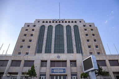 ساختمان مدرن اسناد ملی ایران دقیقا روی گسل بزرگ سید خندان و در فاصله ۱۰۰ متری محل تقاطع این گسل با گسل داوودیه.