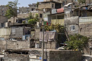 هجوم جمعیت به پایتخت باعث افزایش حاشیه نشینی می شود که تراک جمعیت در ساختمان های نا ایمن را همراه دارد. فرحزاد