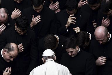 پاپ فرانسیس در جمع کشیشان
