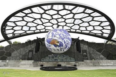 نصب هنری Gaia  در خانه هنر در گلد کوست، استرالیا