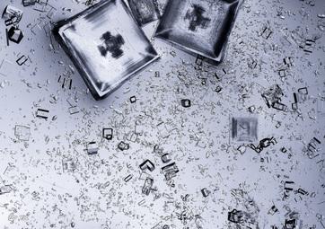 بلورهای نمک از آب نمک سالار دی یونی
