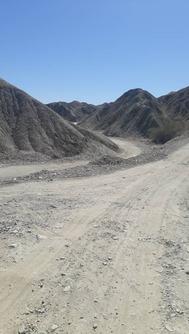 وضعیت نامناسب جاده روستای «تلنگ آهوگانی» میناب + فیلم و تصاویر