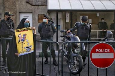 تجمع مقابل سفارت فرانسه در پی اهانت به پیامبر اسلام (ص)