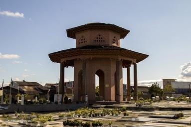 آرامگاه میرزا کوچک خان جنگلی در جنوب شهر رشت و در محله ی سلیمانداراب رشت  واقع شده است  و در اطراف قبر میرزا اجساد مجاهدان جنگلی دفن شده است