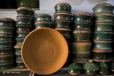 گمج نوعی  ظرف است که با خاک رس ساخته شده است و در آن انواع غذاهای گیلانی پخته و به عنوان سوغات رشت محسوب میشود