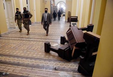 بنا بر اعلام پلیس واشنگتن، در جریان حمله حامیان ترامپ به ساختمان کنگره آمریکا دستکم ۴ نفر جان خود را از دست دادند و بیش از ۵۲ نفر نیز بازداشت شدهاند