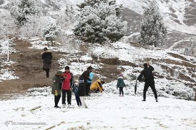 بارش برف اصفهان - کوه صفه