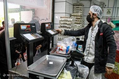 پس از افزایش قیمت مصوب مرغ زنده و مرغ گرم به وفور در بازار عرضه میشود